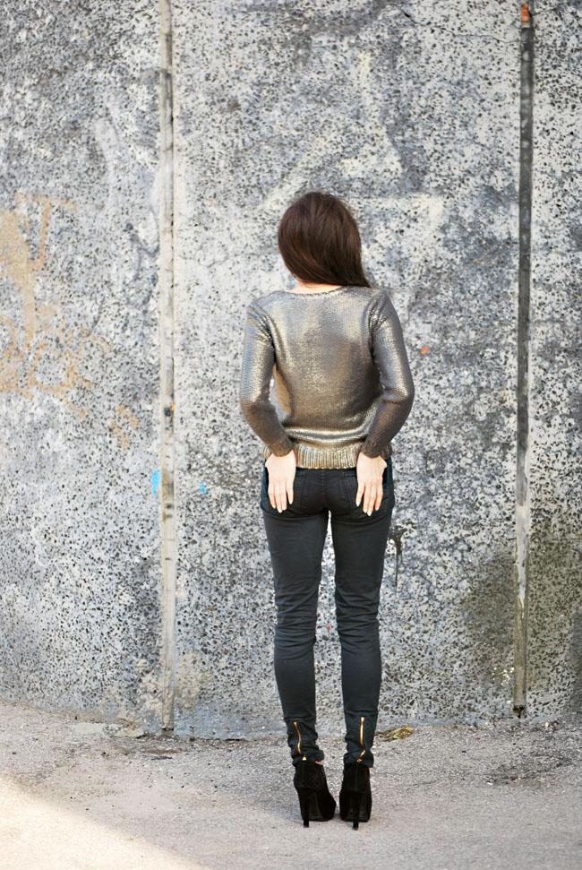 Metaliczny sweter