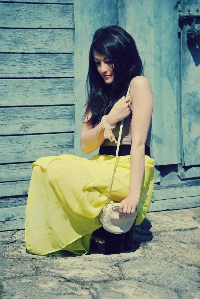 Neonowa sukienka asumetryczna