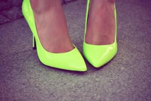 Szpilki neon