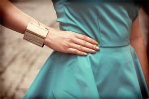 Miętowa sukienka z baskinką