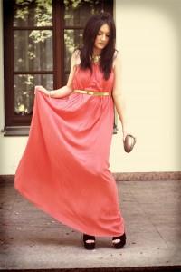 Elegancka sukienka koralowa