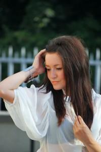 Biała bluzka prześwitująca