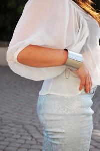 Biała koszula i miętowe spodnie