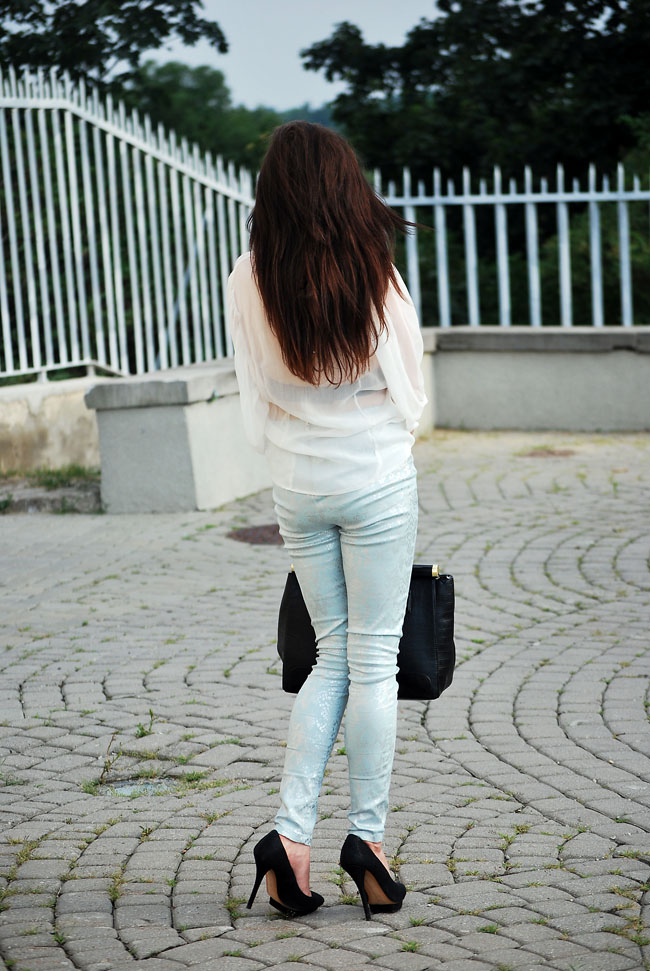 Spodnie miętowe wężowe H&M