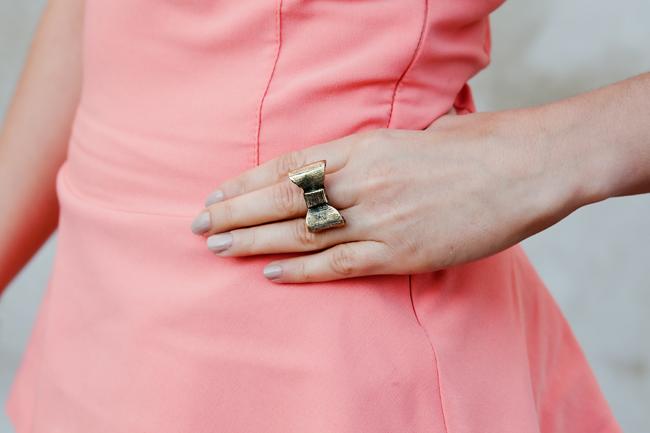 Baskinka koralowa pierścionek kokardka