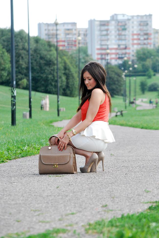 Elegancka stylizacja spódnica z baskinką