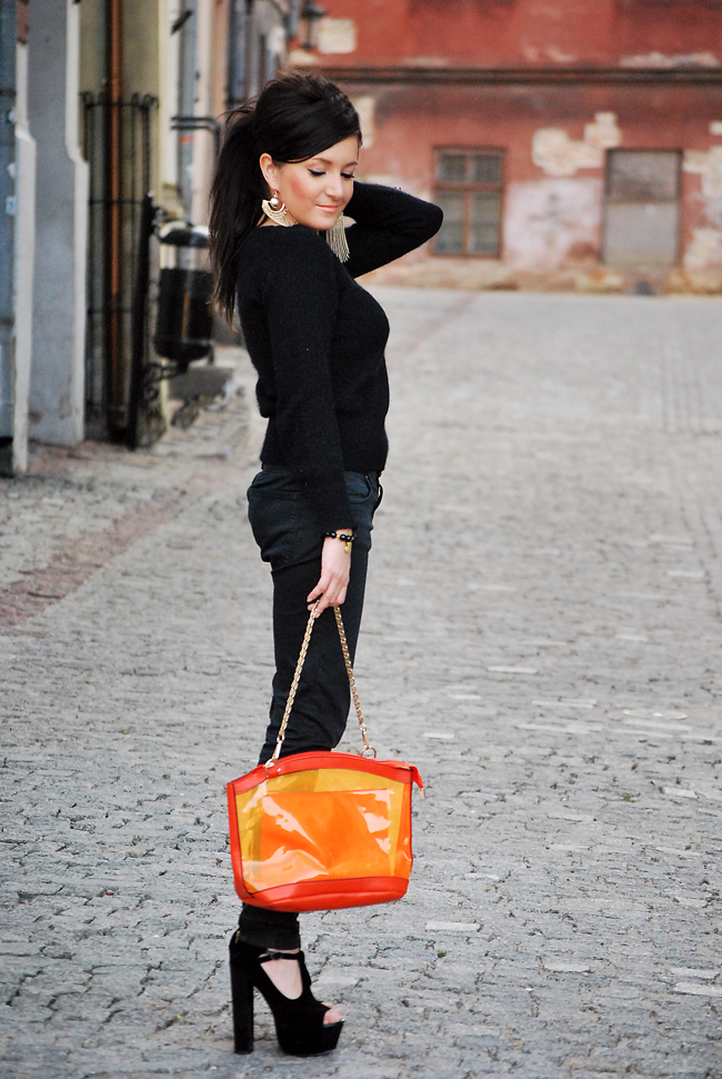 Przeźroczysta torebka pomarańczowa, czarne rurki ZARA