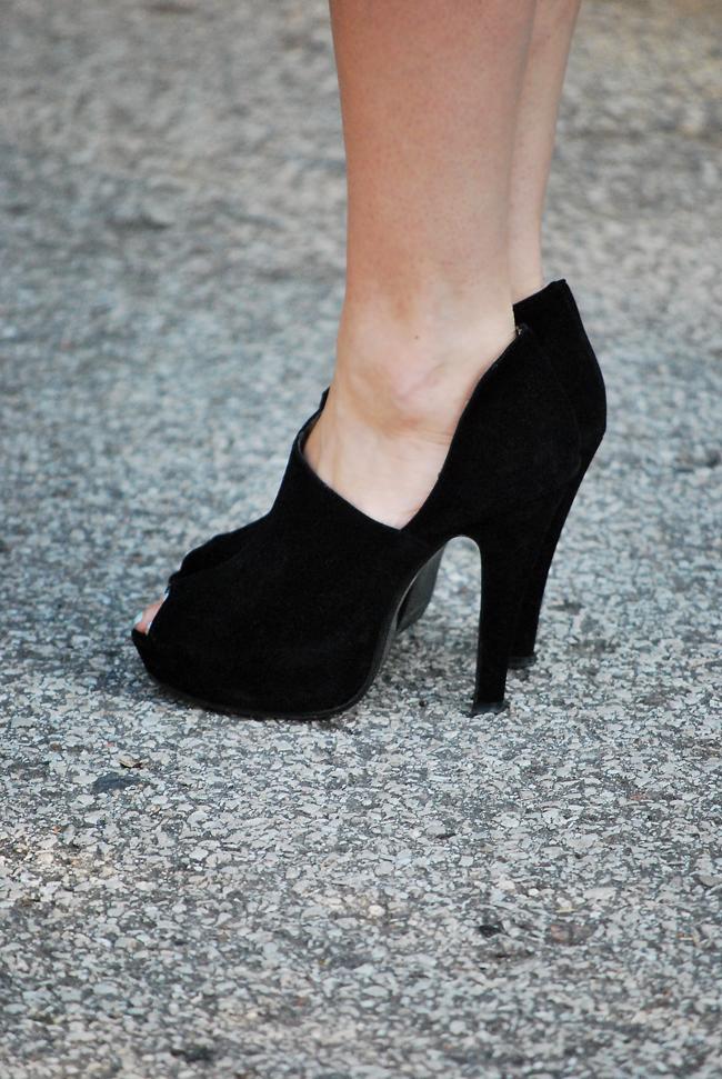 Czarne szpilki na platformie - Must Have Fashion Blog o modzie