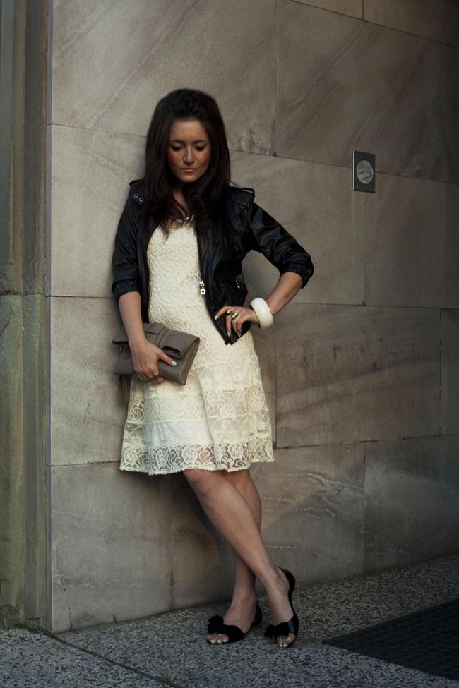 Koronkowa sukienka ecru kremowa