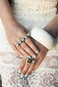 Miętowy lakier do paznokci pastelowy