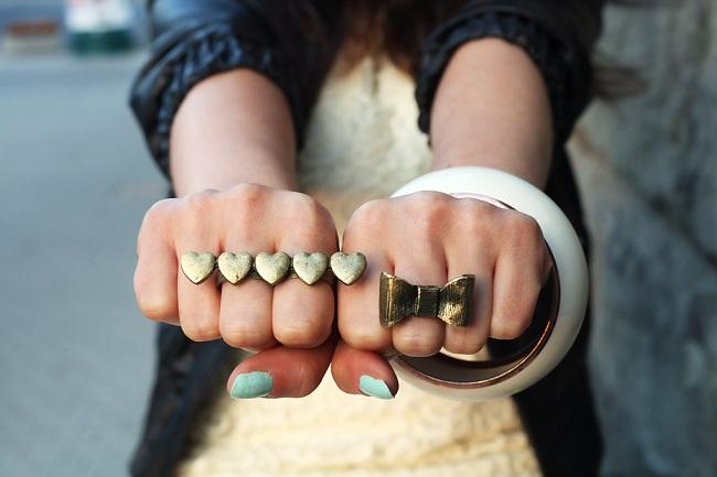 Pierścionek serduszka i pierścionek kokardka