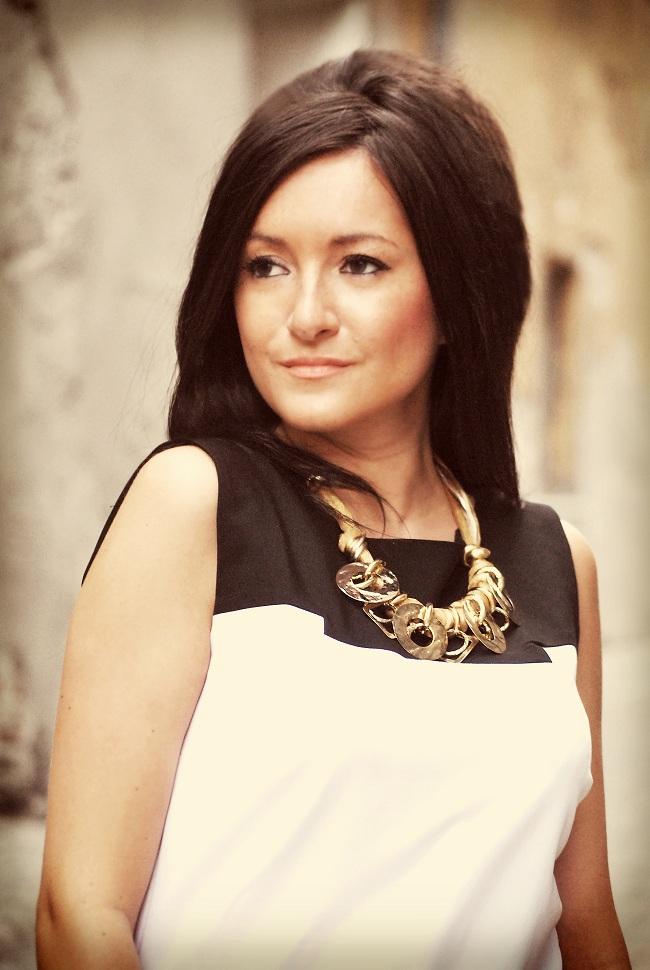 Sukienka biało czarna elegancka