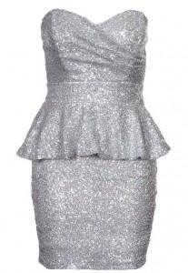 Sukienka na sylwestra z baskinką srebrna