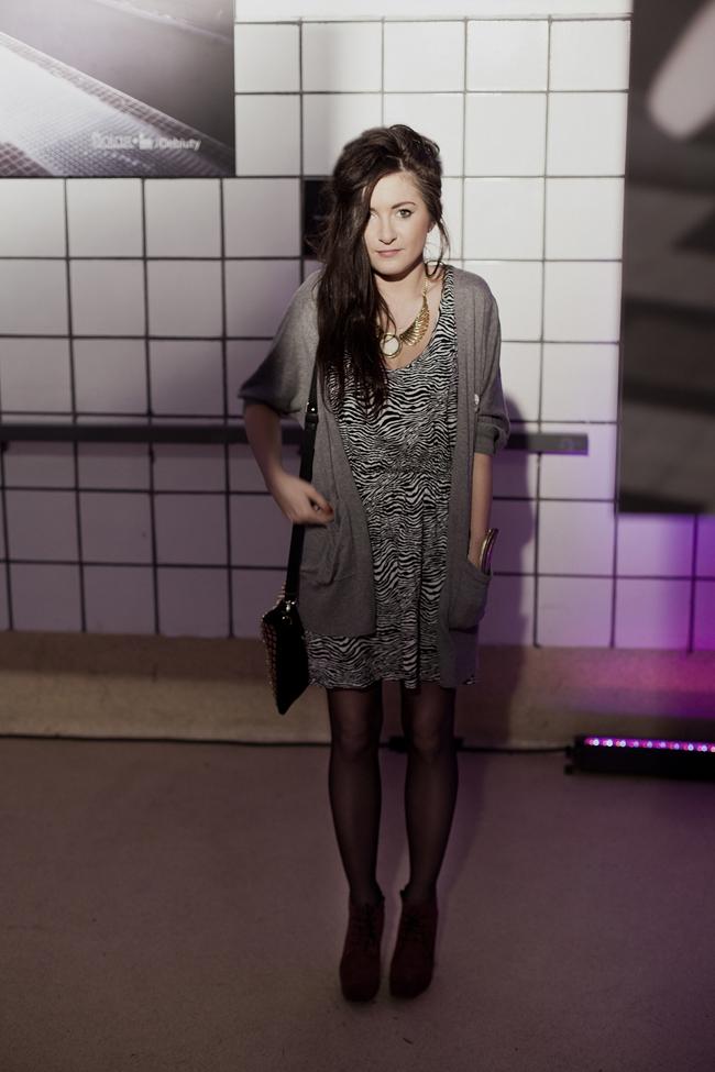 Sukienka w zebrę