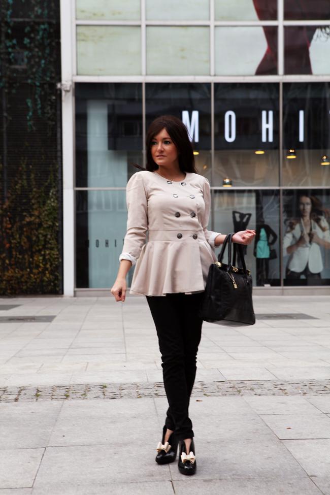 beżowa bluzka z baskinką