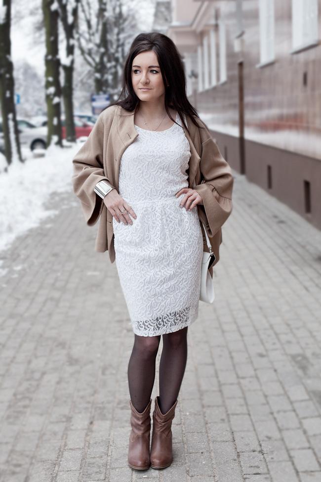 Biała koronowa sukienka