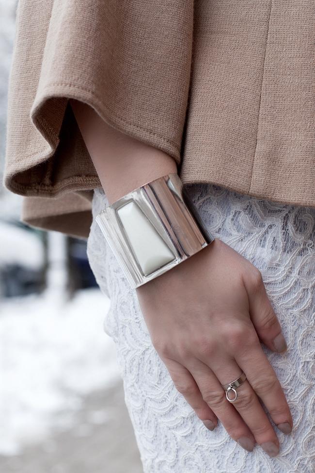 Srebrna bransoleta z białym kamieniem H&M
