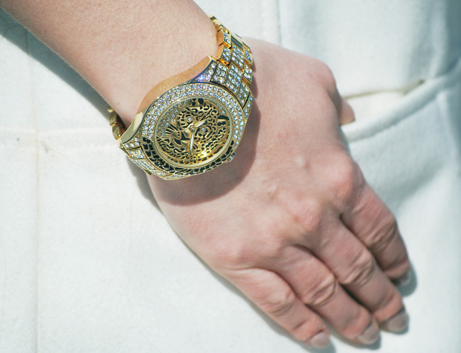 zegarek złoty z tygrysem i cyrkoniami