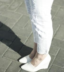 Białe buty na koturnie H&M