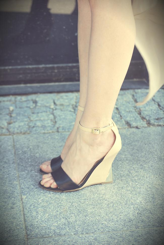 buty na koturnie złoty obcas