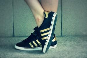 Adidasy czarne złote paski