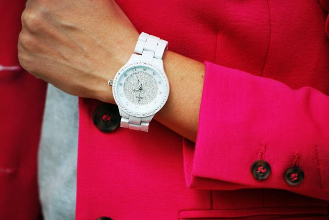 Biały zegarek z cyrkoniami belleju