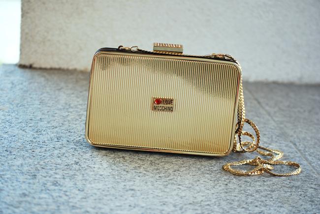 Love Moschino na łańcuszku torebka złota