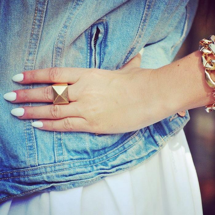 Manicure biały