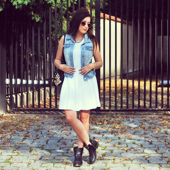 W białej sukience