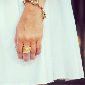Złoty pierścionek ćwiek