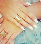 Mój nowy manicure: biały manicure, złota biżuteria i jeans