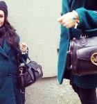 Szmaragdowy płaszcz w zimowej stylizacji i nowe szpilki