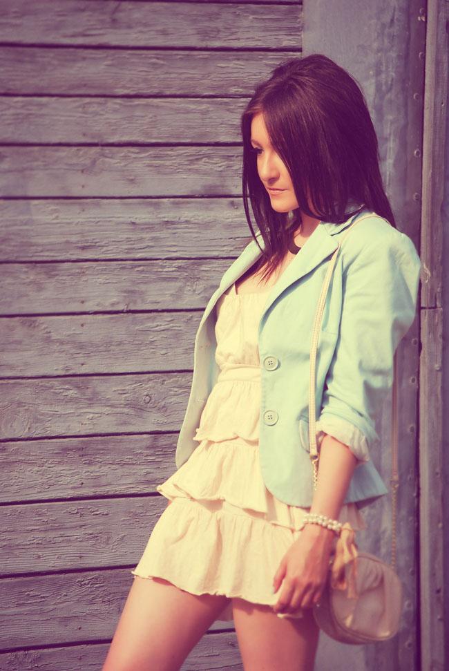 Sukienka-z-falbankami