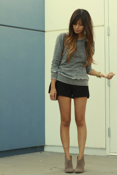 black-zara-shorts-charcoal-gray-zara-sweatshirt_400