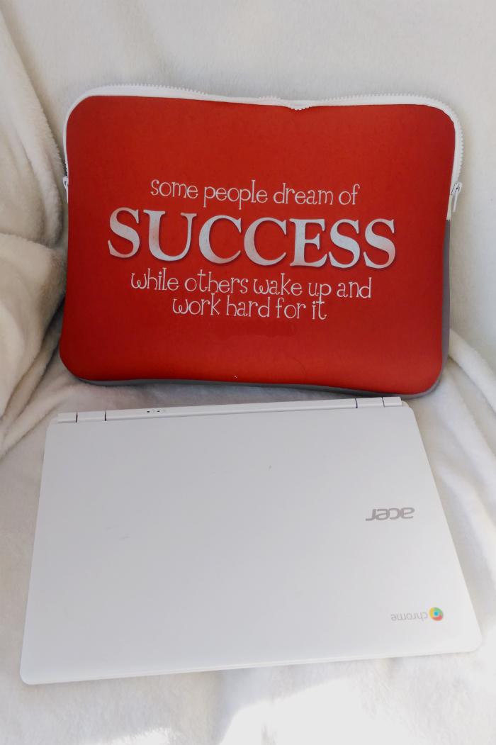 różówe etui na laptopa