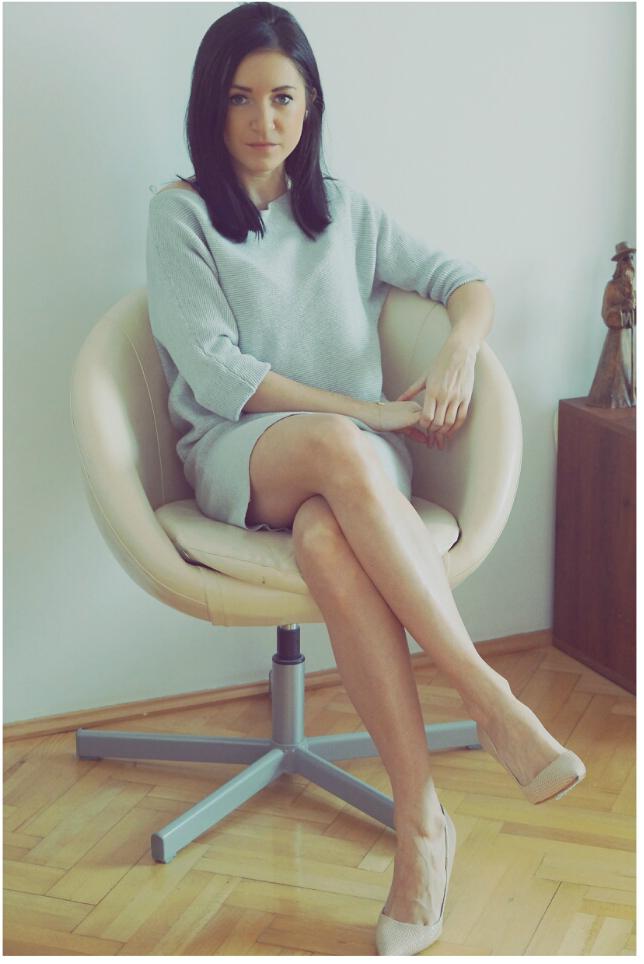 swetrowa sukienka szara