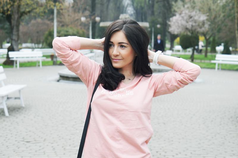 różowa bluza bershka