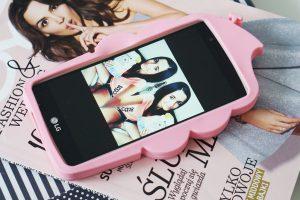 różowe etui telefon