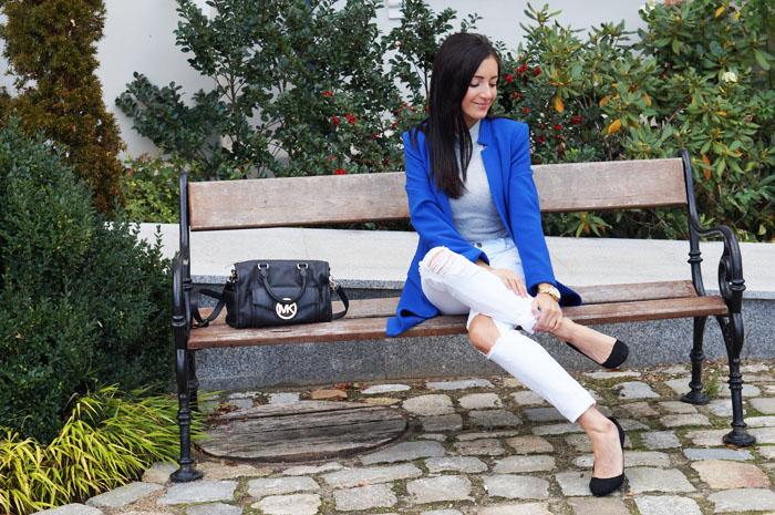 kobaltowy płaszcz