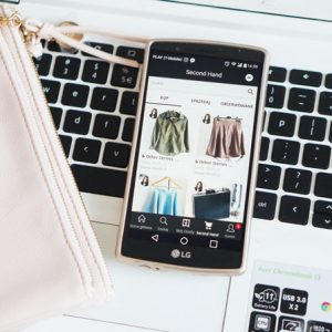 Sprzedawaj swoje ubrania i dodatki z aplikacją Clotify