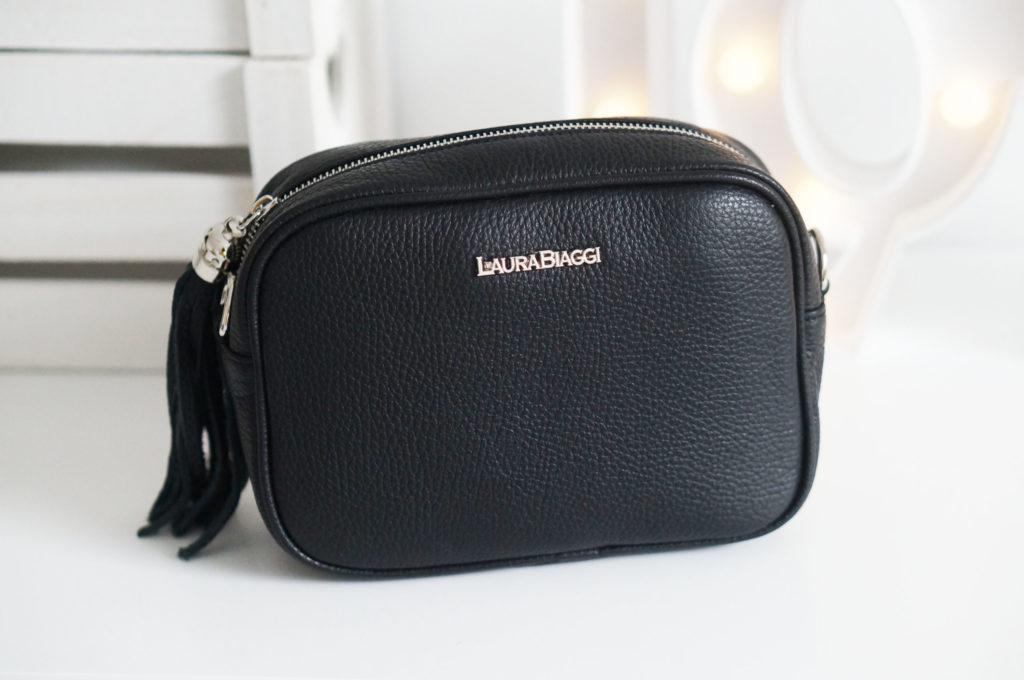 czarna torebka z frędzlem
