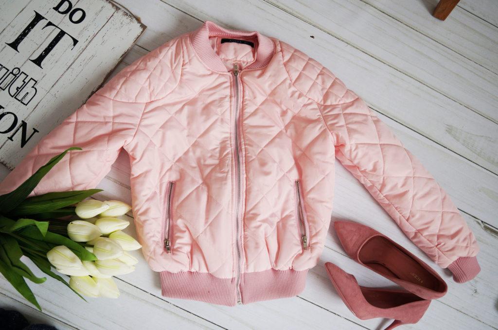 różowa kurtka krótka