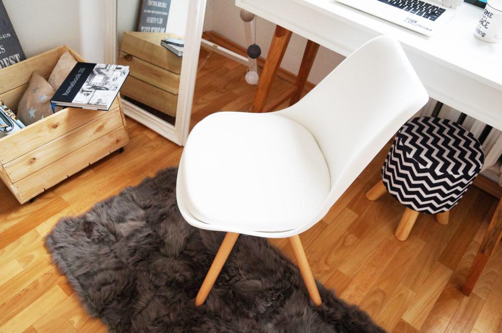 białe krzesło skandynwskiebiałe krzesło skandynwskie