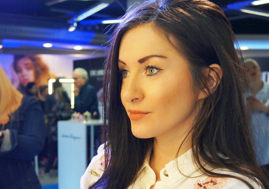 makijaż z rozświetlaczem