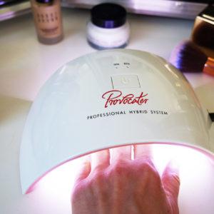 Poradnik: jak zrobić piękne paznokcie hybrydowe w domu