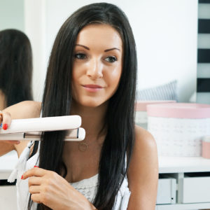 Gwarancja prostych włosów przez cały dzień – to działa!