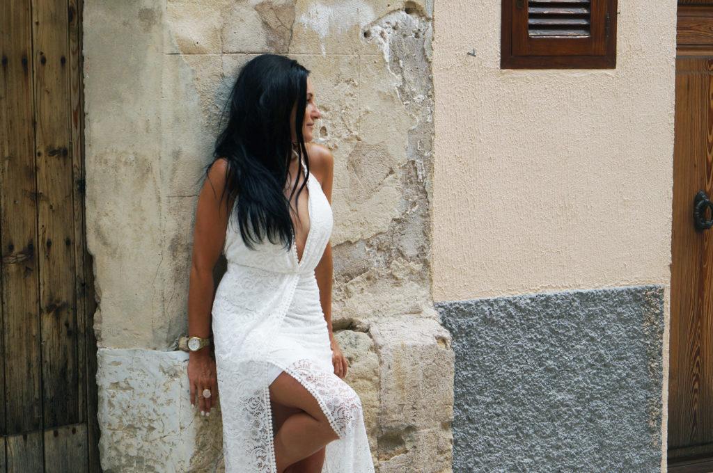 biała sukienka koronkowa