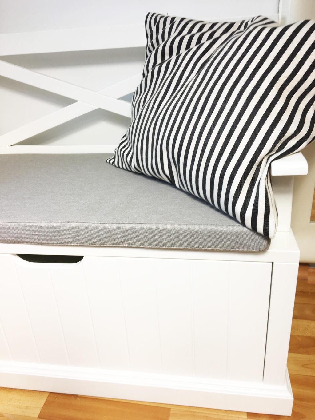 ławka skandynawska z poduszkami
