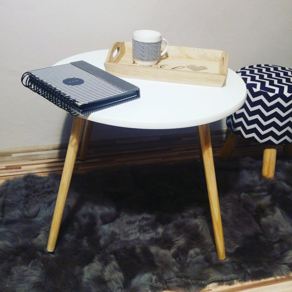 stolik z biedronki