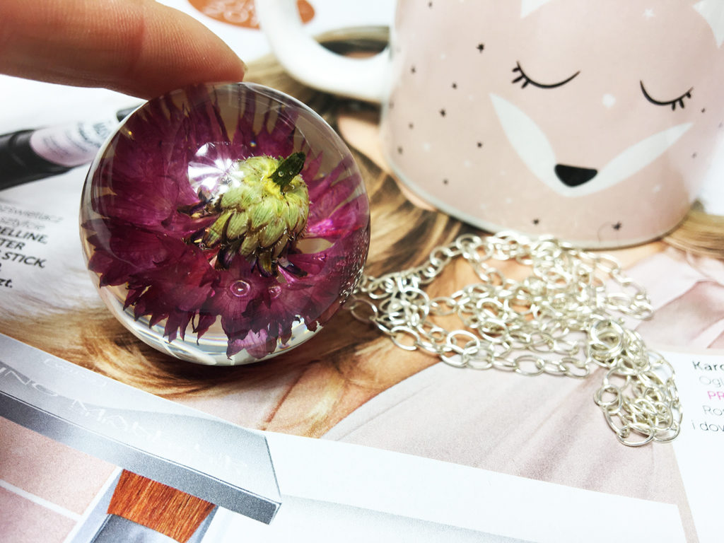 biżuteria z żywicy kwiaty